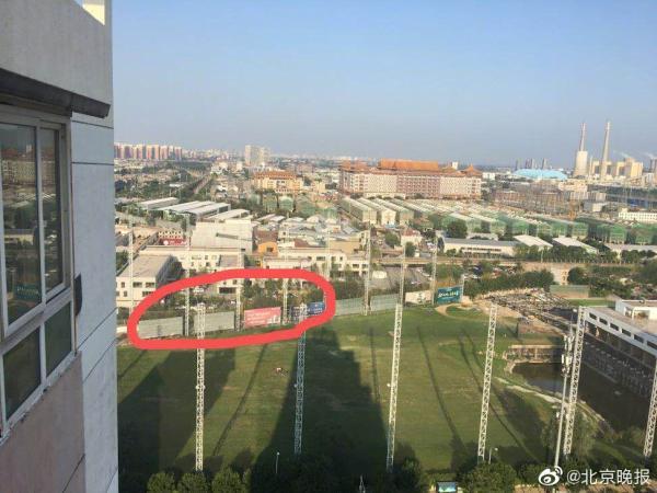 北京一小区外因拆违突现墓地:系附近村民安葬点|小区