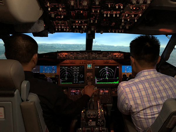 波音邀请中国民航飞行员通过模拟机体验737MAX软件升级