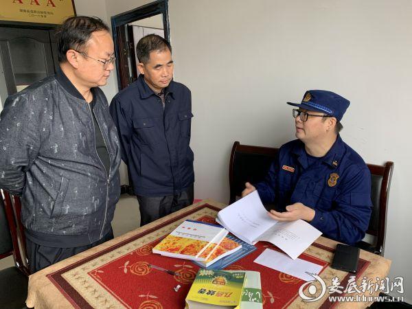 冷水江市消防救援大队深入辖区仓储物流场所进行消防监督检查