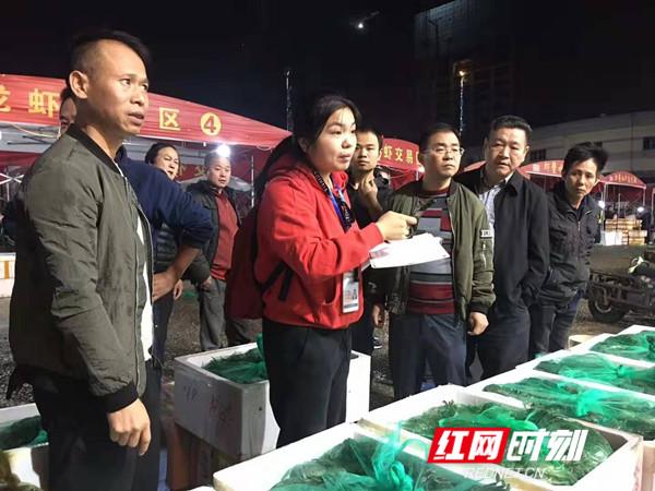 凌晨出击 多部门对马王堆海鲜市场进行突击检查专项整治