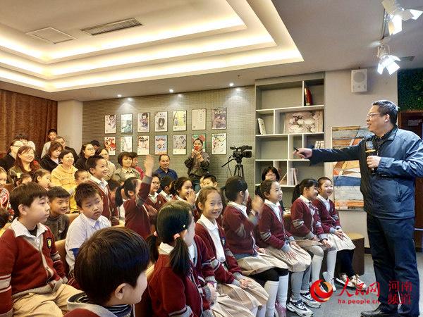 从苏华书法公益讲座走进河南省少年儿童图书馆