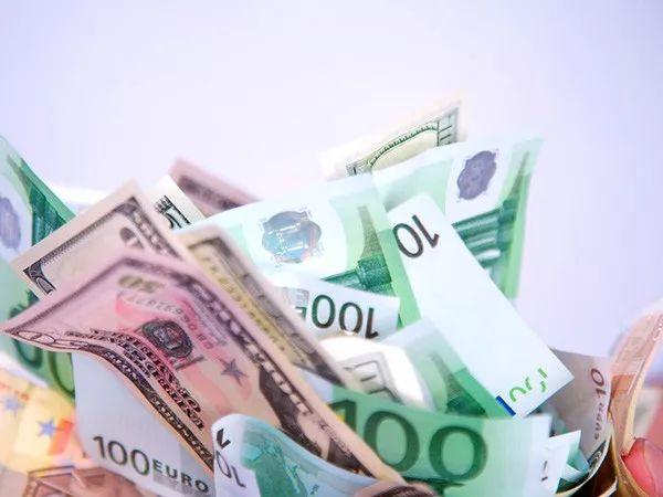 现金博弈_基金圈八月热词揭晓:LPR、外资扩容、黄金 还有啥