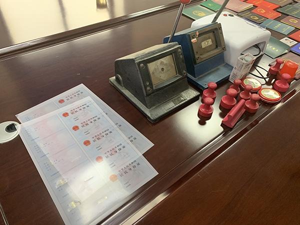 澳门永利博指导_碟片要么?杭州80岁奶奶有700多张碟片想送人 连VCD机一起送