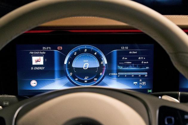 自媒体 正文  现款梅赛德斯·奔驰e级 仪表盘 为了保住合格车迷的身份图片
