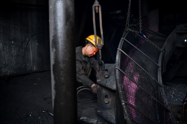 煤炭企业资料图(图片来源:新华社)