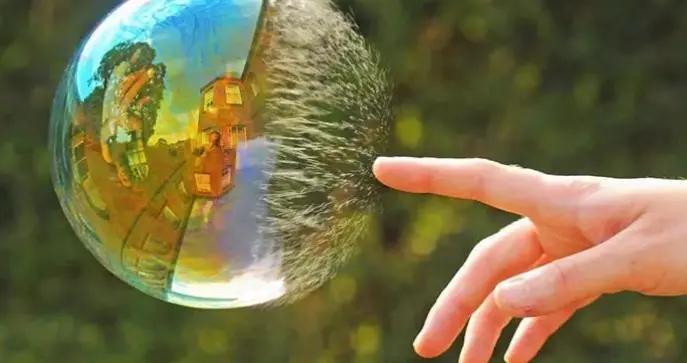 为何肥皂破碎瞬间,产生2万摄氏度剧烈高温,但却不会灼伤我们?