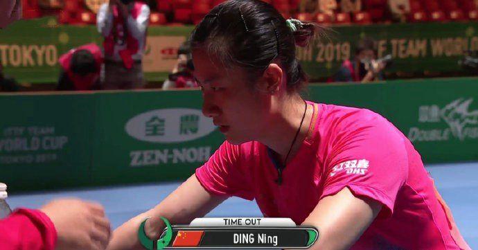 丁宁受伤不下火线,国乒女团晋级世界杯决赛