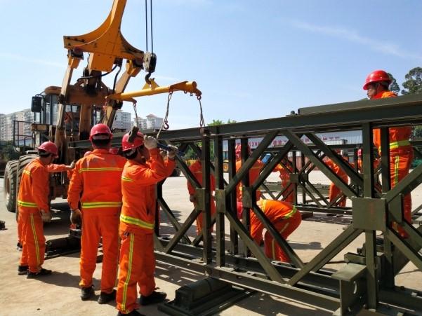 厦门公路部门人机协作开展钢桥架设应急操练