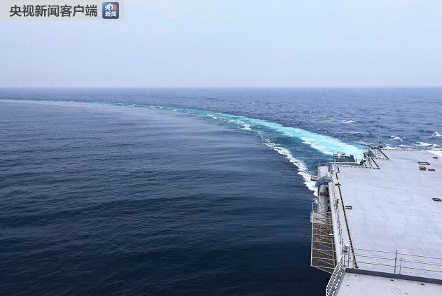 国产航母海试进行大角度转弯