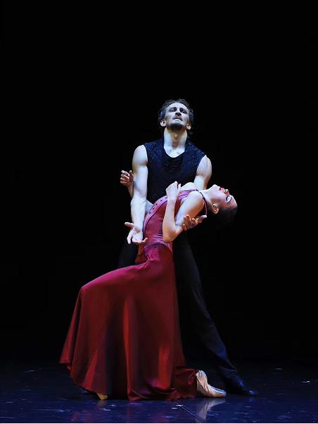 在这两部俄罗斯舞剧里,艾夫曼揭开了人类内心世界的秘密