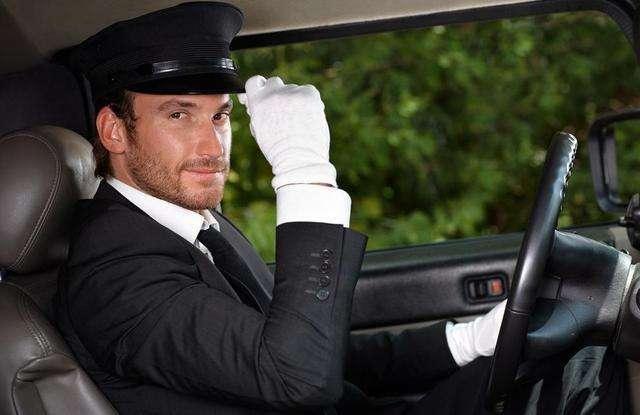 老婆是单位领导,我是司机,每天她对我发号施令,要不要辞职