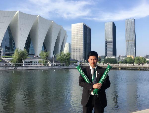 入伍前,卢覃梁在上海工作。图片来源:作者供图