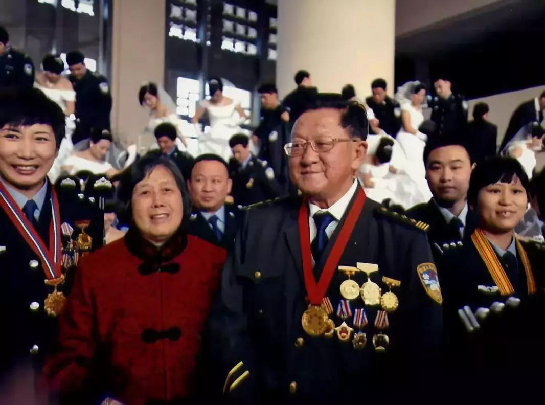 """宝马线上正网注册-""""75后""""空降市长MV网络走红"""