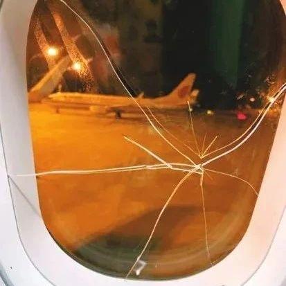 """旅客醉酒后拳砸舷窗致飞机备降 失恋不能""""失智"""""""