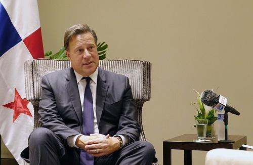 2018年4月13日,在秘鲁首都利马,巴拿马总统巴雷拉接受新华社记者采访。 新华社记者 许睿 摄