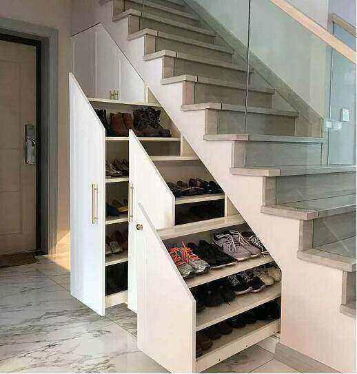新房装修越来越流行楼梯下做柜子, 好看实用收纳多, 想法真聪