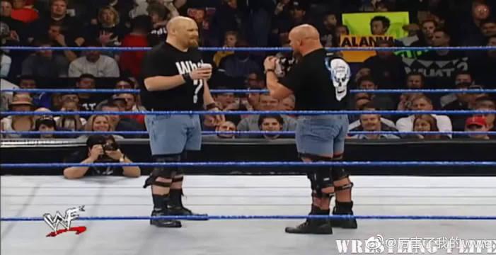 胖子冒充WWE奥斯汀,真人上台请他喝啤酒,最后送他一记断头台!