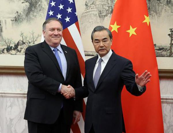 10月8日,國務委員兼外交部長王毅在北京會見美國國務卿蓬佩奧。 外交部網站 圖