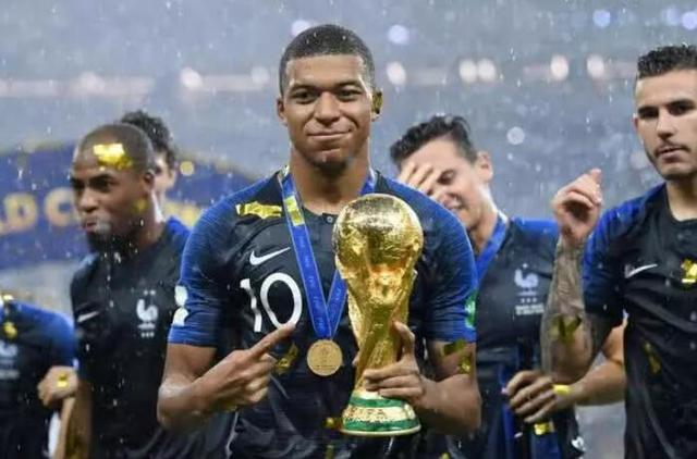 霸气!20岁的他金童科帕世界杯都拿了,如今只剩一奖项要追赶梅罗