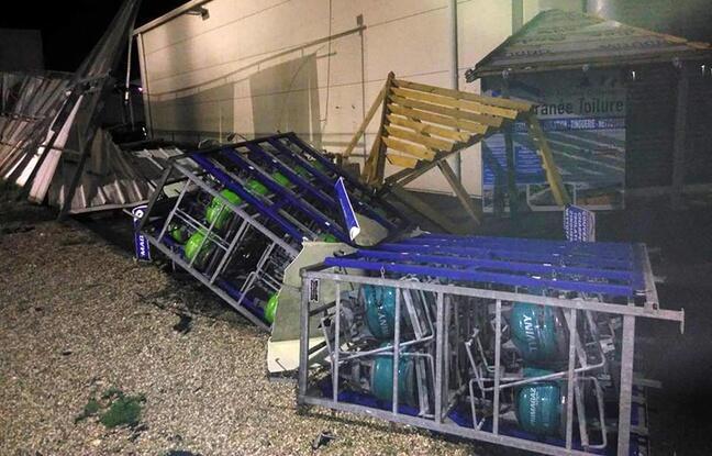 法国蓝色海岸半夜遭遇小型龙卷风袭击 损失惨重
