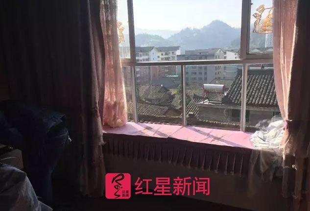 ▲吴某称,妻子小方是从卧室窗口跳出去的受访者供图