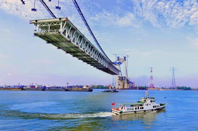 【视频】震撼15秒还原3小时!五峰山大桥千吨级钢梁是这样吊装的
