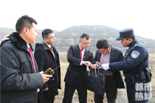 老赖欠70万不还,莲湖区法官奔赴榆林扣挖掘机。