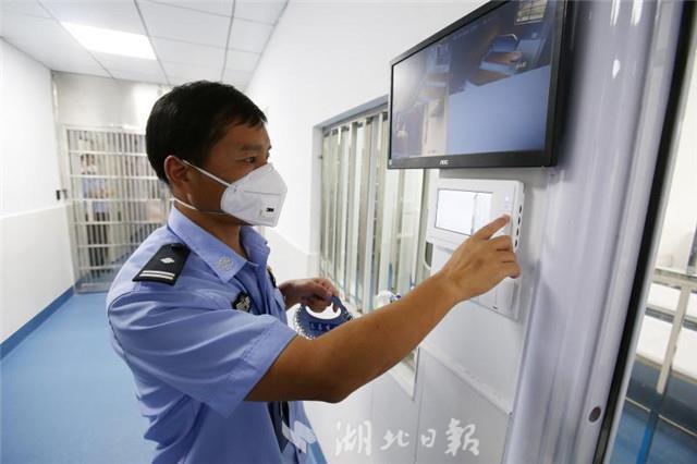 武汉警方启用传染病区打击恃病作案