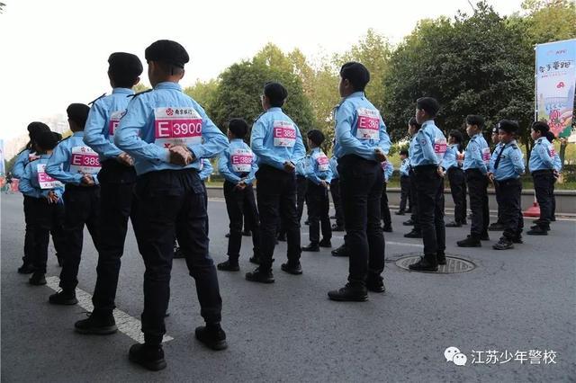看高中正步少年昂扬南京方阵警校警察亮相2018江苏马拉松故事少年的家族图片