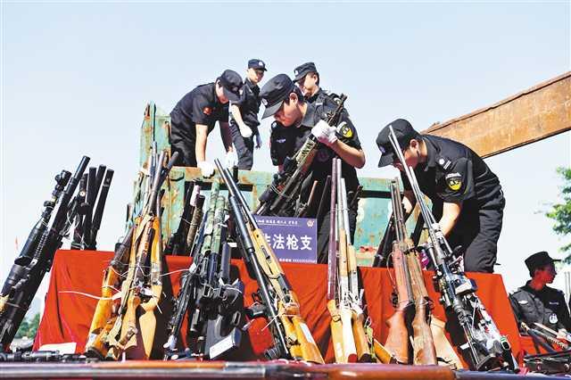 全国154个城市集中销毁非法枪爆物品