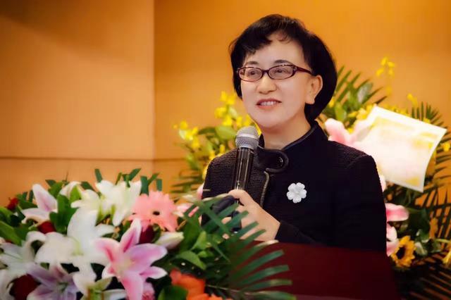 港籍政协委员、喷鼻港《广角镜》纯志社社少鲁薇