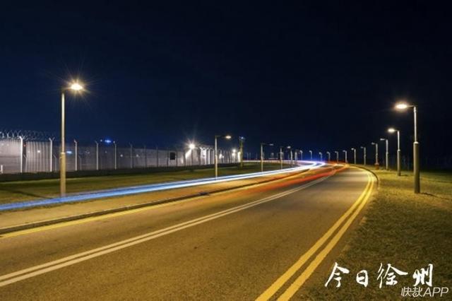 """路灯变""""聪明""""了!远程遥控、阴天补光,徐州道路升级智慧灯杆"""