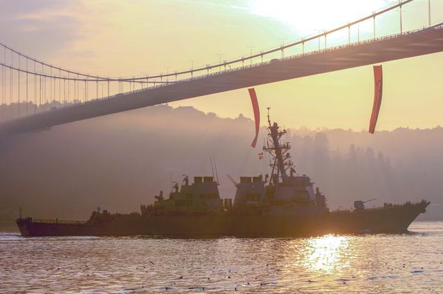美国海军导弹驱逐舰离开黑海返回地中海