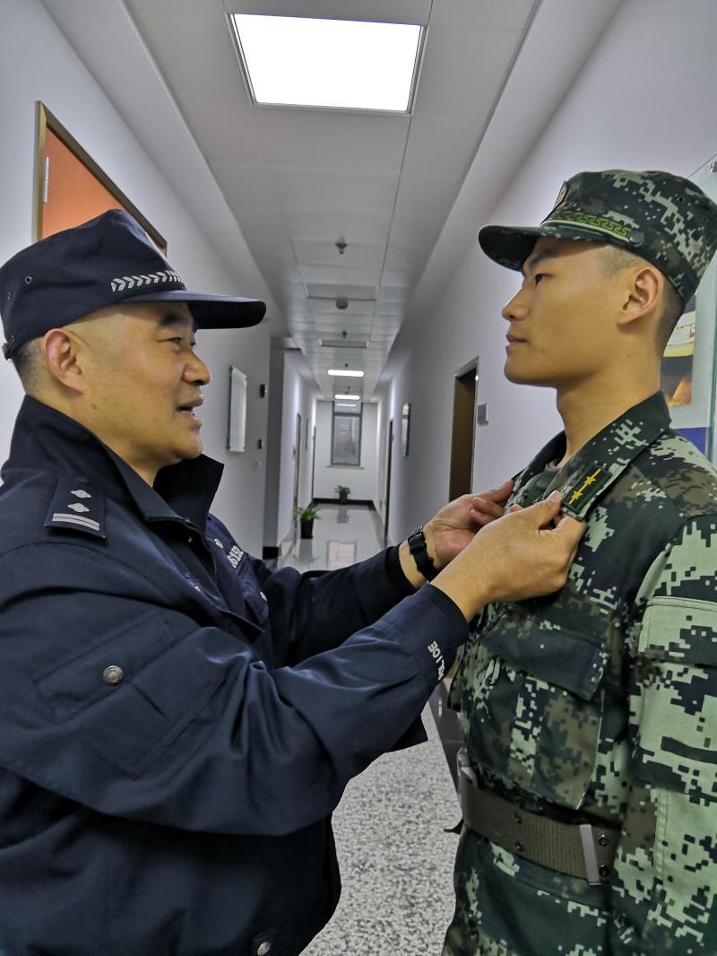 儿子去深圳当武警