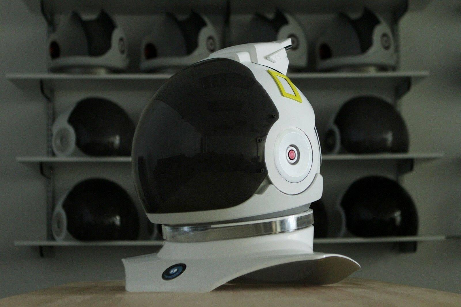 戴上这个宇航员 VR 头盔,感受第一视角的地球美景