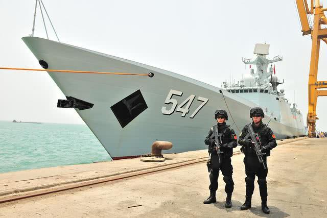"""亚丁湾护航10年:让""""最危险海域""""重新成为""""黄金航道"""""""