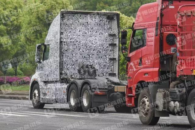 国内又一款长头卡车路试谍照曝光,空间更大,卡友都说是陕汽的!