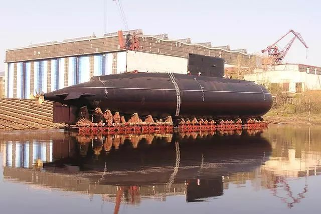 打破国外垄断,一艘漂亮大船从这船厂下水,我海军基洛级也诞生于此