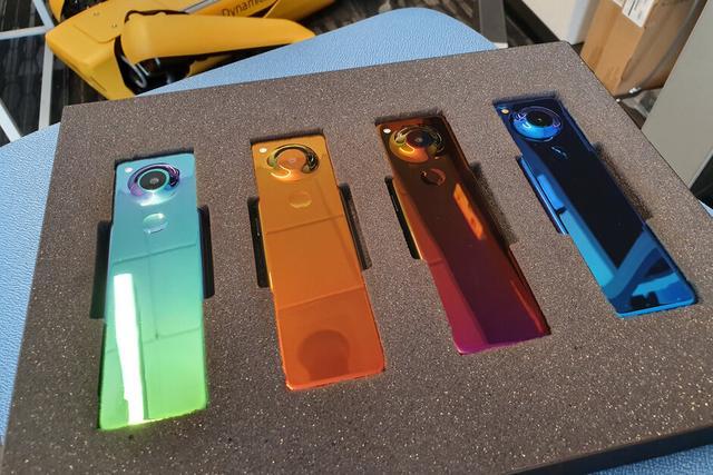 安卓之父曝光超长型手机,同屏可运行3个应用软件