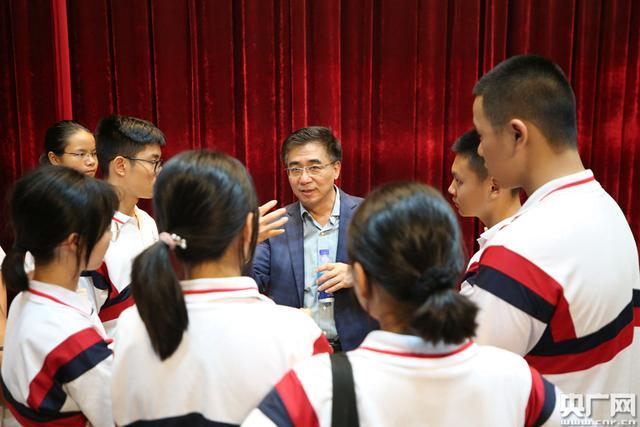 珠海探索高校与高中合作教学 院士赴中学开讲