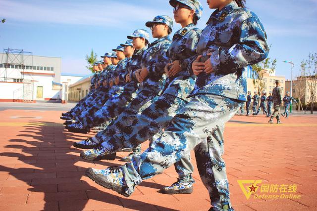 北师大军训十二时辰:他们的十八岁 有穿军装的样子