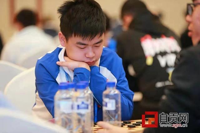 在学习中幸福着 在快乐中成长着——杨文贤和他的棋王俱乐部素描