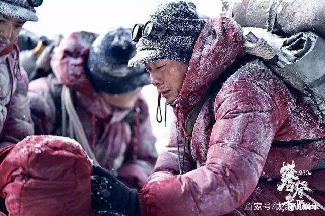 胡歌在泥沟里滚打四个小时 张译拍攀登者差点冻掉脚,好演员就是要先立德 再修艺