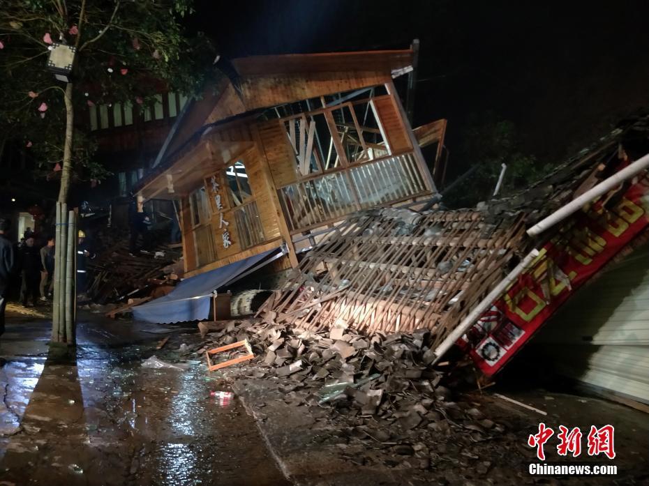 爱琴海地震致土耳其73人遇难 961人受伤