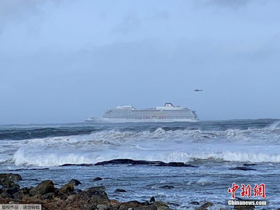 重庆洪崖洞为游客封路封桥,游客:最宠粉的城市
