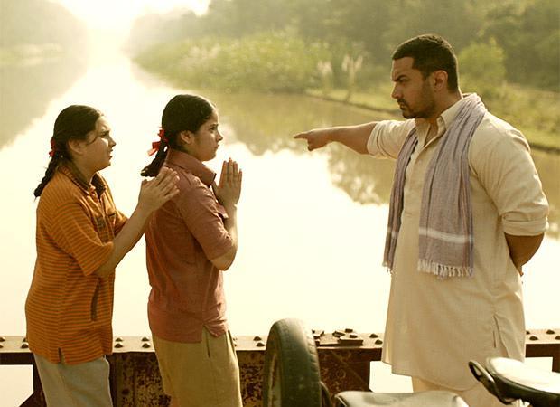 电影中,阿米尔·汗饰演的马哈维亚对女儿训练严格