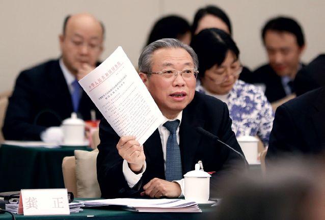 3月6日,十三届全国人大一次会议山东省代表团在北京举行全体会议,审议政府工作报告。全国人大代表、山东省委书记刘家义发言。摄影/本刊记者 杜洋
