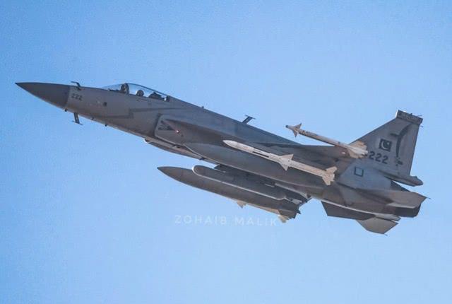 巴枭龙战机装备新型先进电子战吊舱,中国制造击败土耳其产品