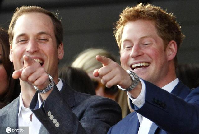 哈里王子首次承认与威廉不和 昔日兄弟情深的画面令人感慨