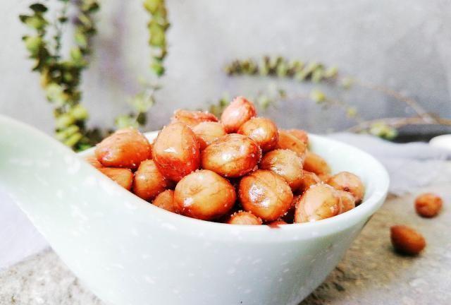香酥花生米不用炸,掌握5个小技巧,一样嘎嘣酥脆,半个月不回潮